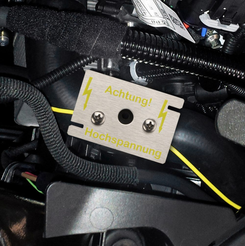 Hochspannungs-Sensor im Motorraum